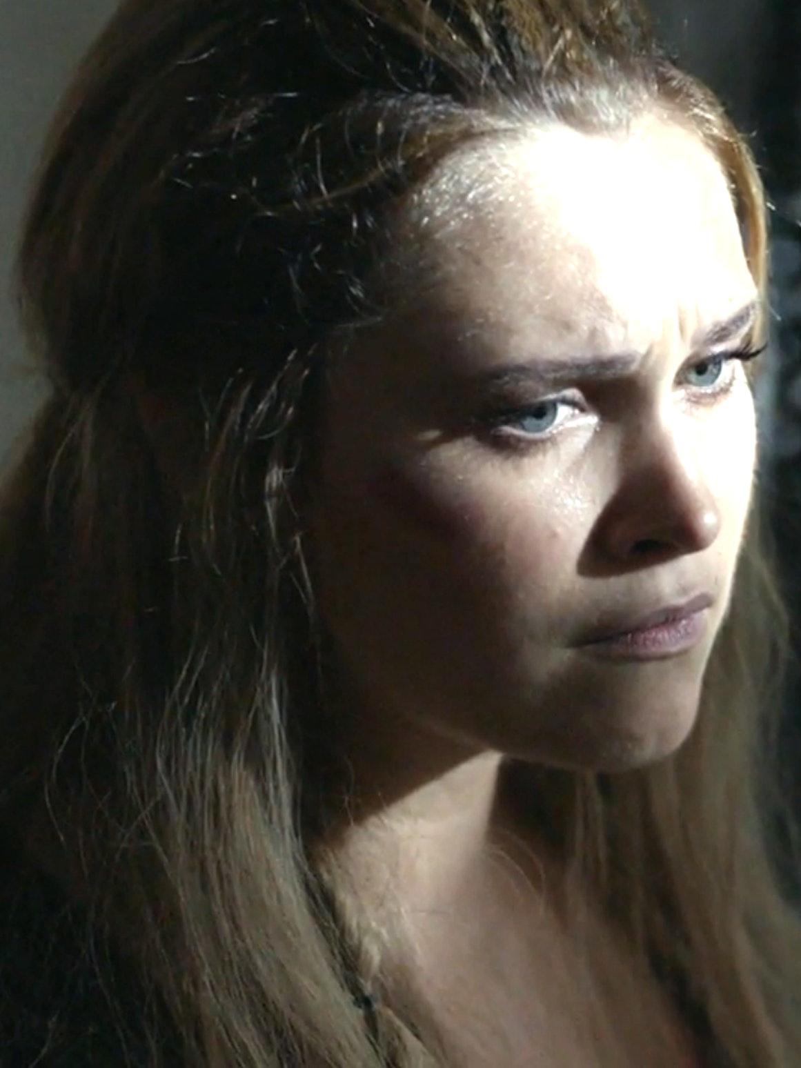 Eliza Taylor as Clarke in 'The 100' Season 4