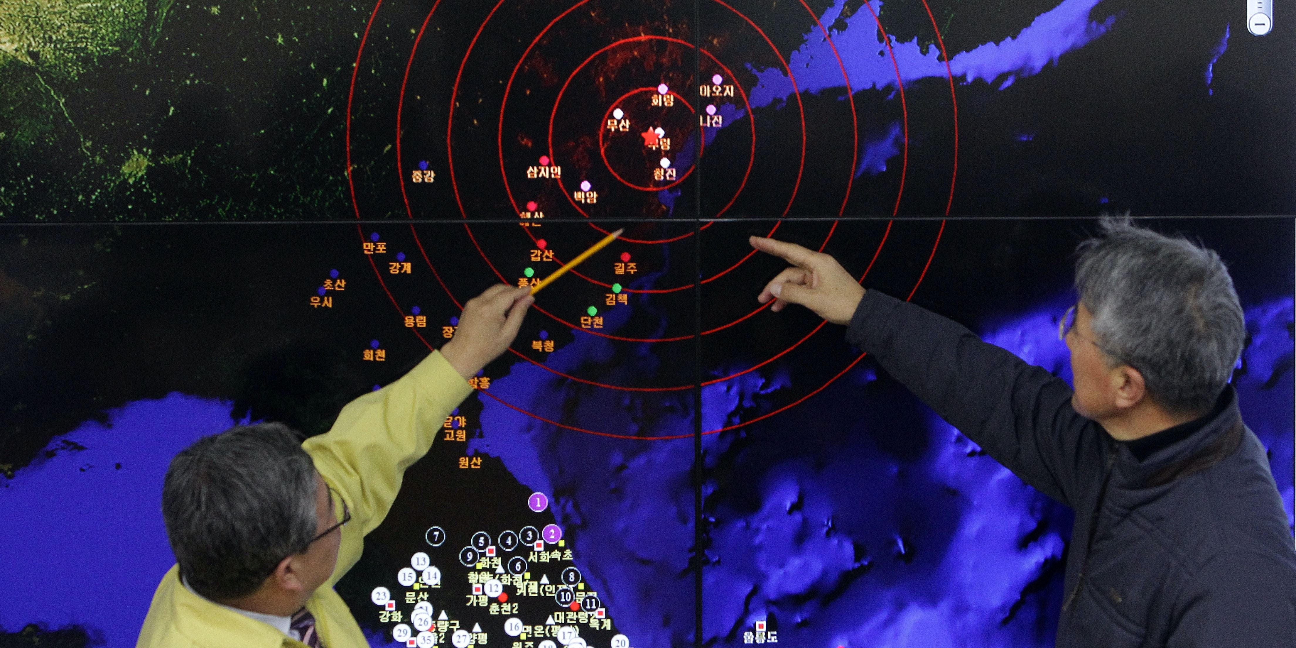 Ko Yun-hwa (L) The Korea Meteorological Administration Administrator and Yun Won-Tae (R) a Earthquake and Volcano of the Korea Meteorological Administration Director General checks the screen of show a seismic waves from North Korea at the Korea Meteorological Administration center on January 6, 2016 in Seoul, South Korea.
