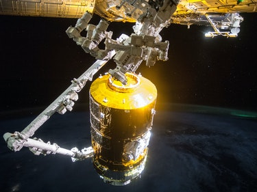 """Japan's """"White Stork"""" Spacecraft Delivers Supplies to Sapped ISS"""