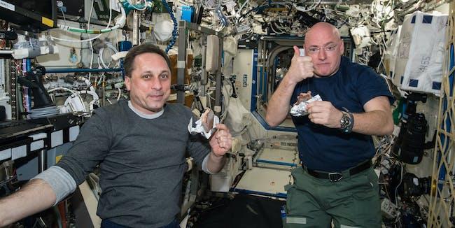 iss scott kelly mikhail kornienko year in space