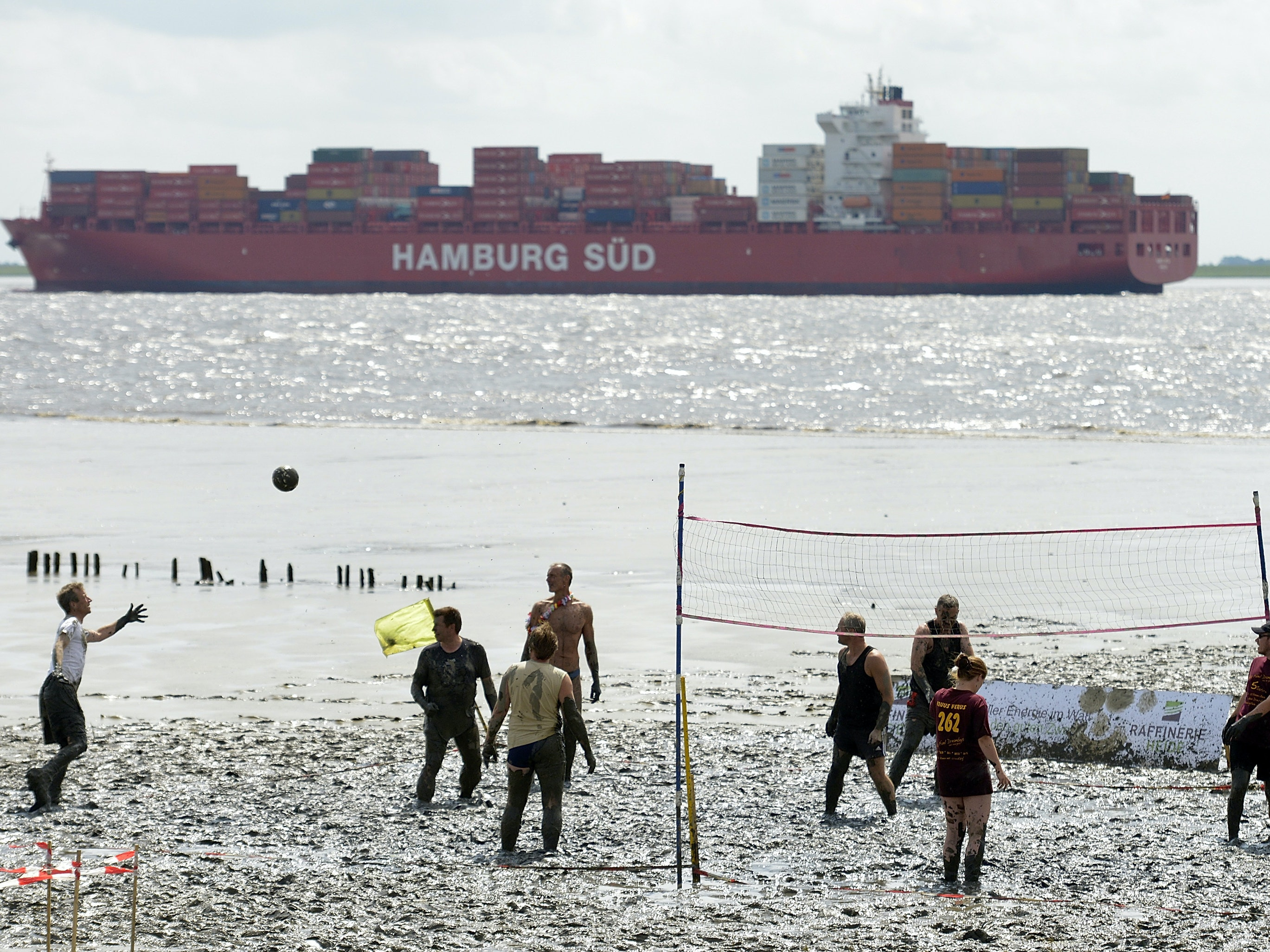 Watch 100,000 Cargo Ships Move Around the Earth in Real Time