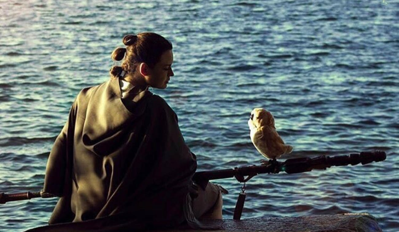 Cosplayer Stefany Lauren as Rey alongside a Porg.