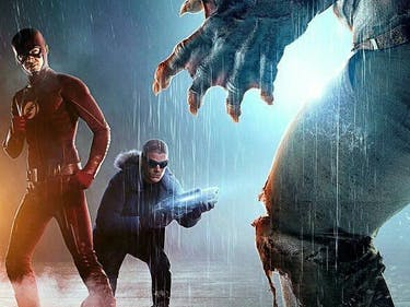 The Flash and Captain Cold team up against King Shark.