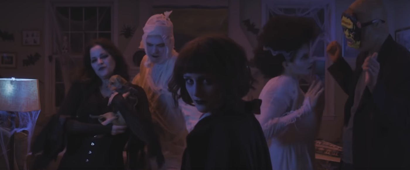 Ally Sheedy Fakes halloween 2016 is the perfect time to watch 'little sister
