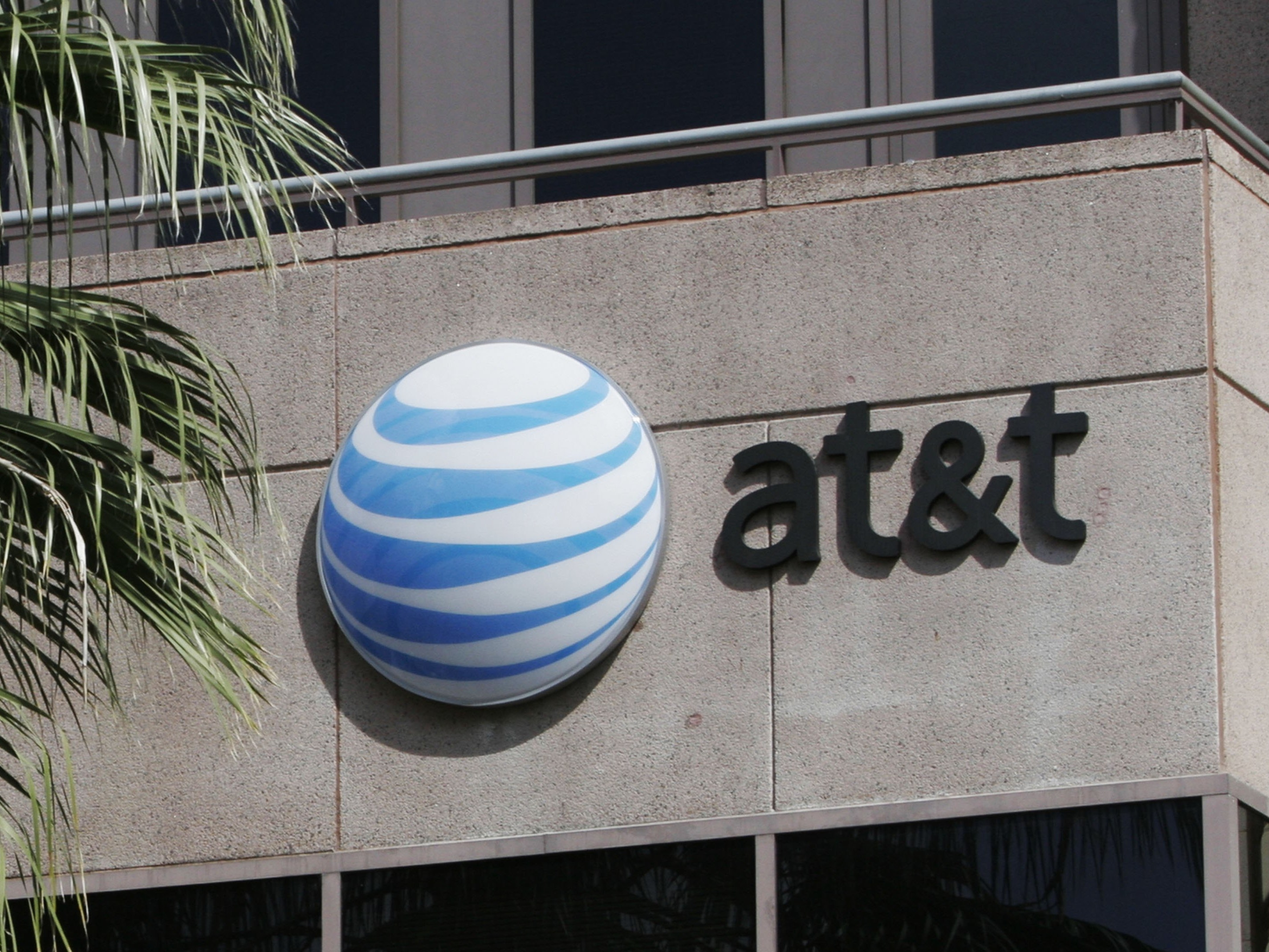 AT&T Will Pay Back Customers for This Low-Tech Scam It Failed to Spot