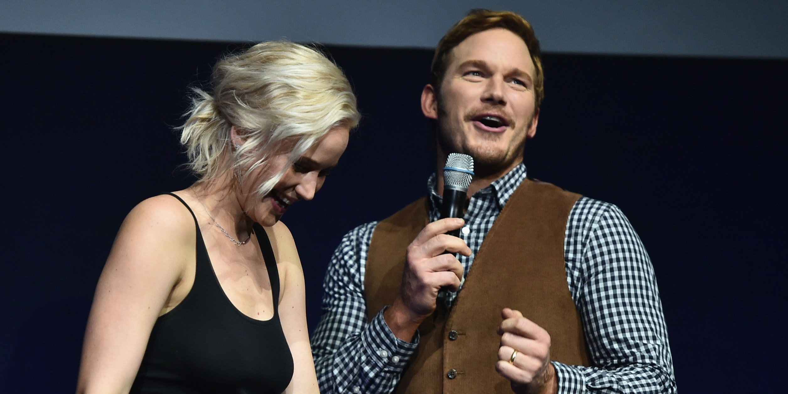 In 'Passengers', Jennifer Lawrence and Chris Pratt Hook Up in Space