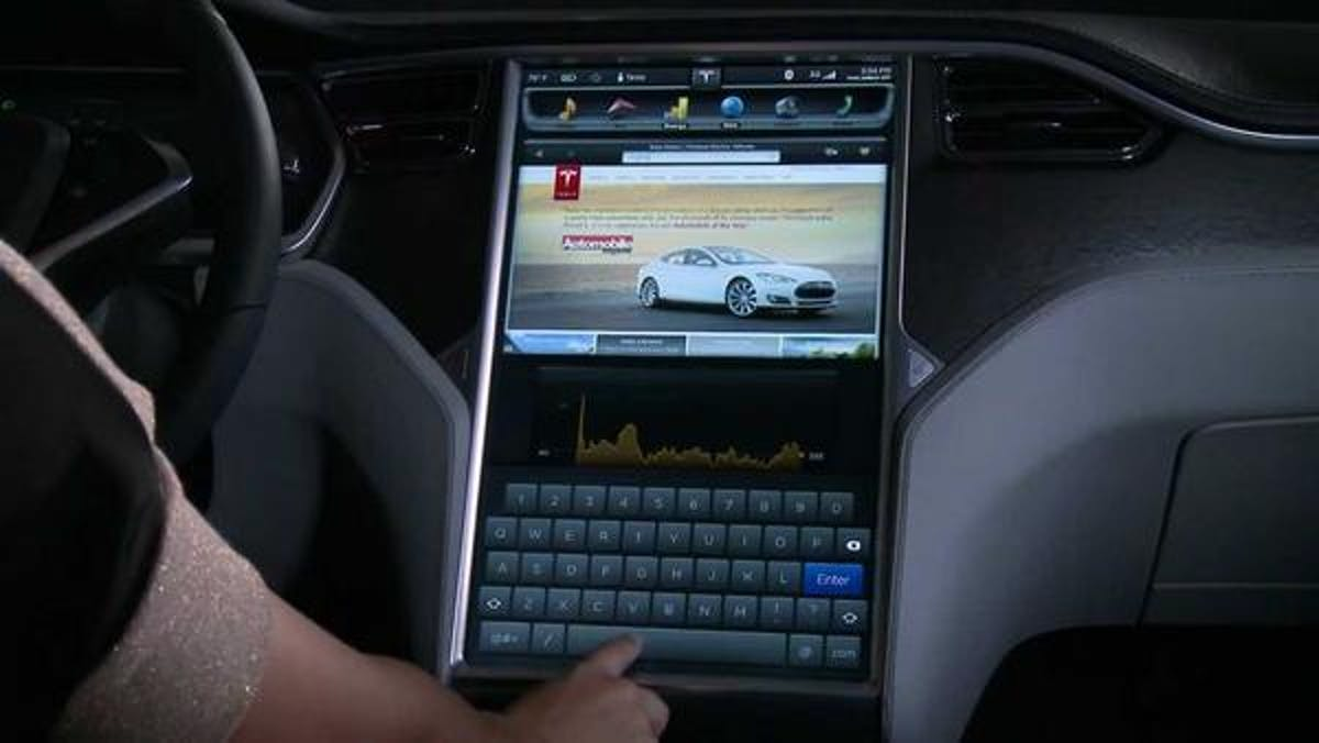 tesla touchscreen model S