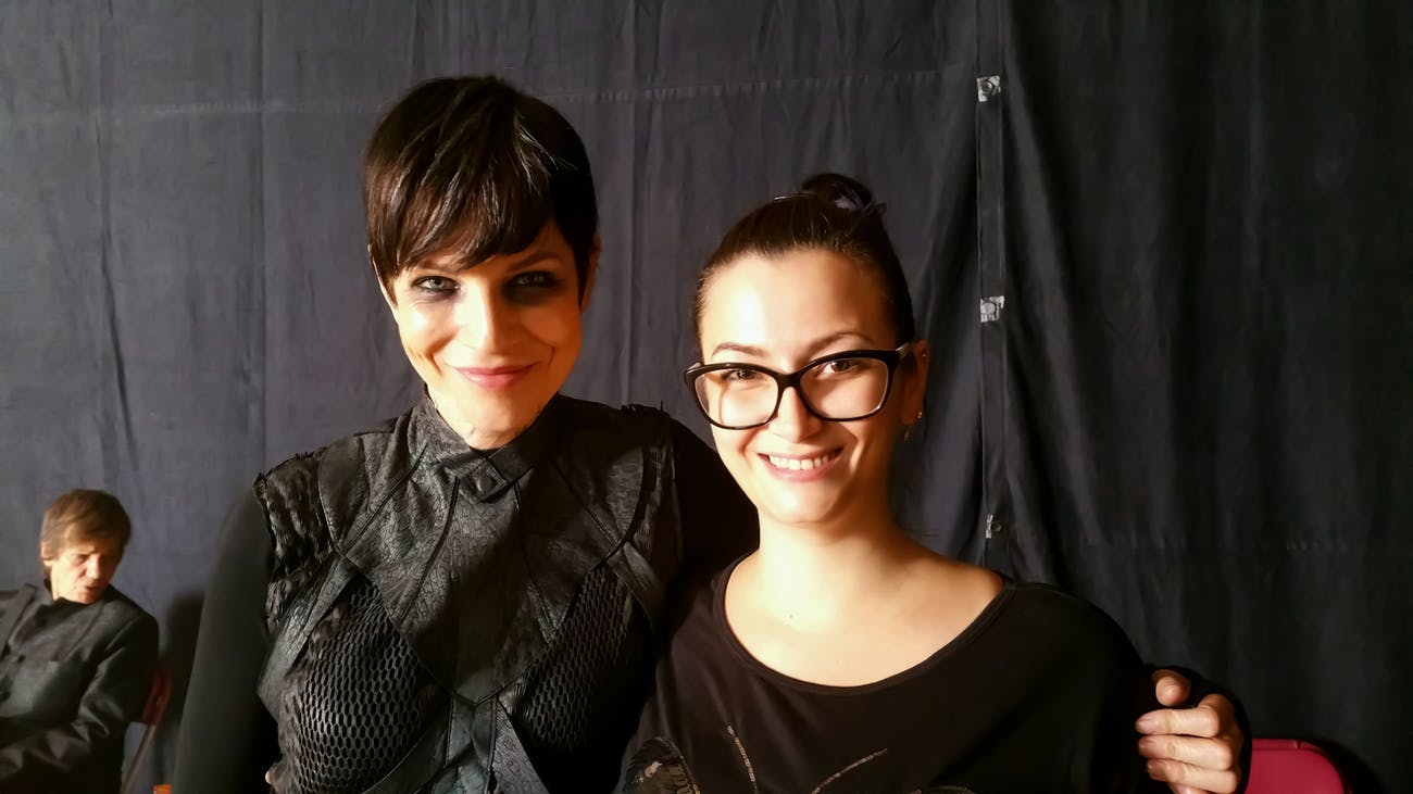Sophia Nasr on the '12 Monkeys' set in Toronto with actress Emily Hampshire (Jennifer Goines).