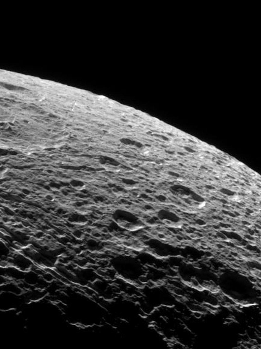 dione saturn moon