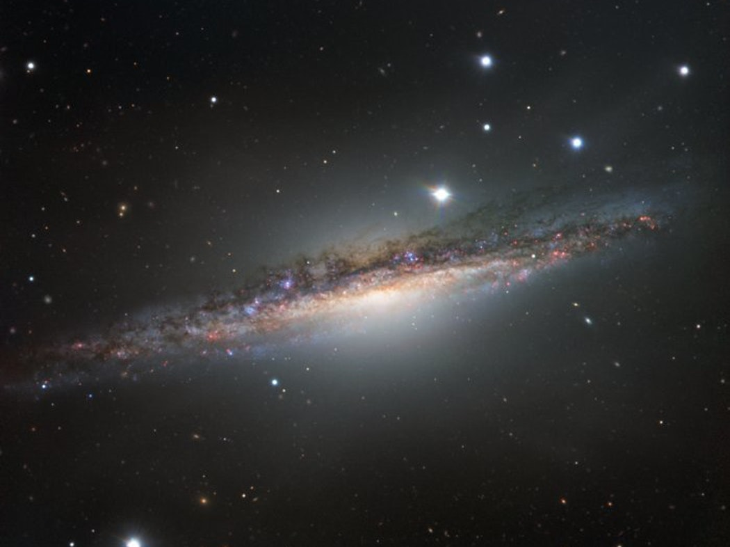 New Image Shows Dazzling Edge of a Massive Spiral Galaxy