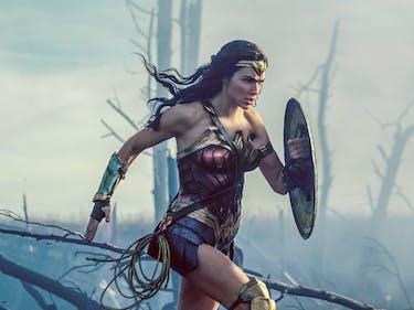 Wonder Woman Reviews Gal Gadot