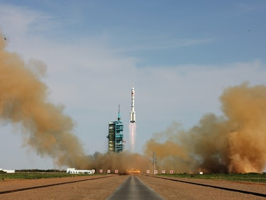 China Wants to Land Rockets Like SpaceX, but With Parachutes