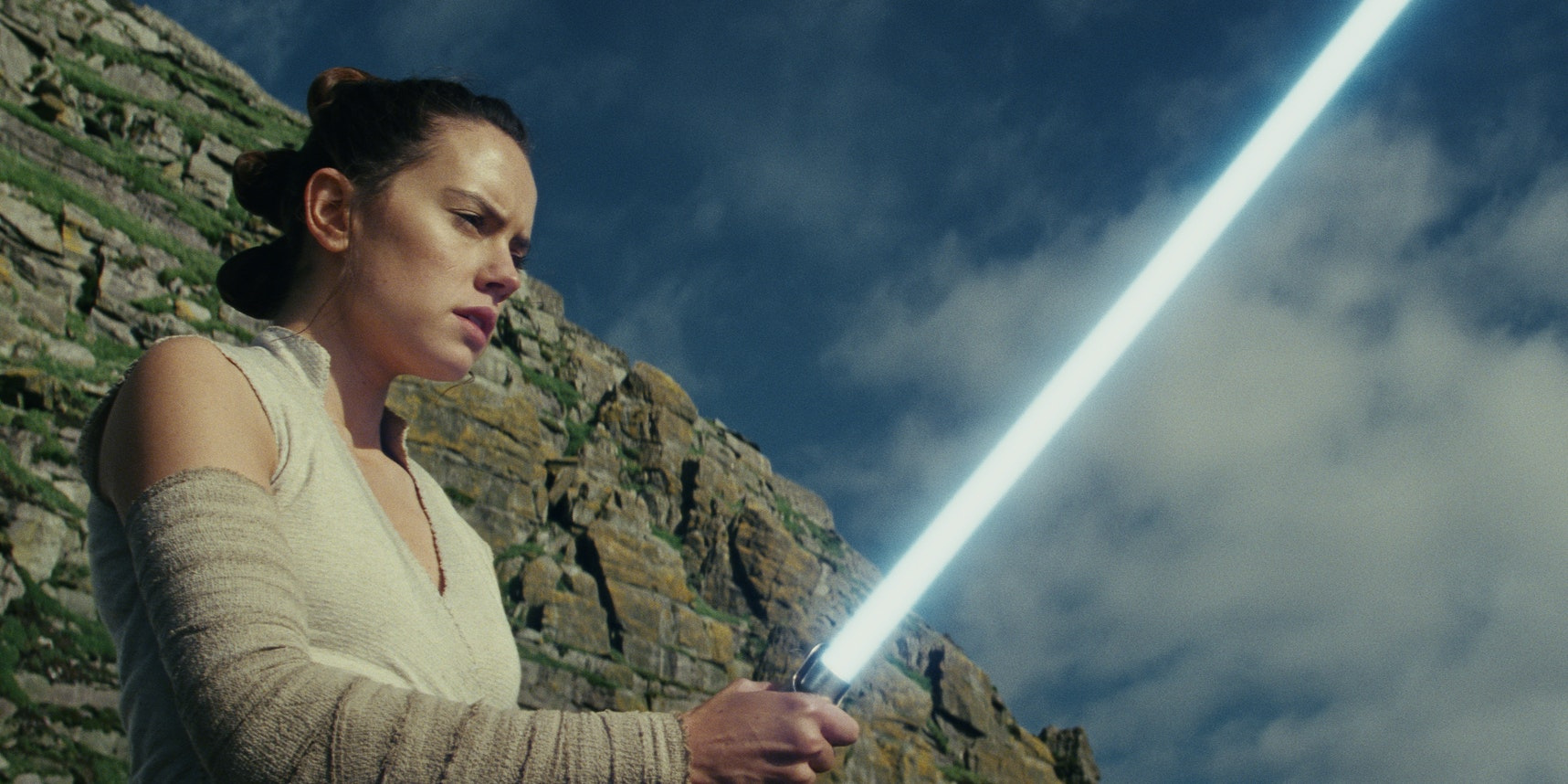 Reddit Just Discovered a Stunning 'Last Jedi' Lightsaber Easter Egg