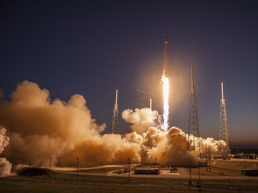 SpaceX's Rockets Move into Position for December 2016 Launch