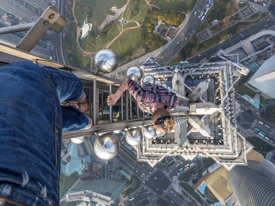 This Is What It's Like to Climb the 3rd-Tallest Building in Shanghai