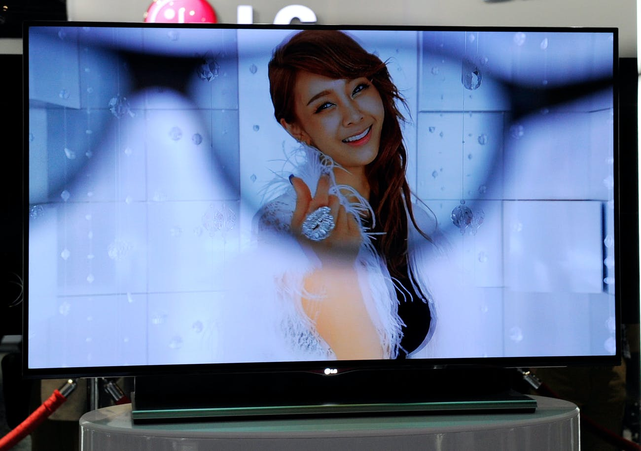 The picture on conventional 3D TVs looks blurry without glasses.