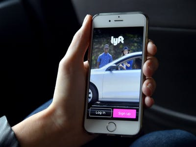 You Can Now Call a Lyft Ride From Facebook Messenger