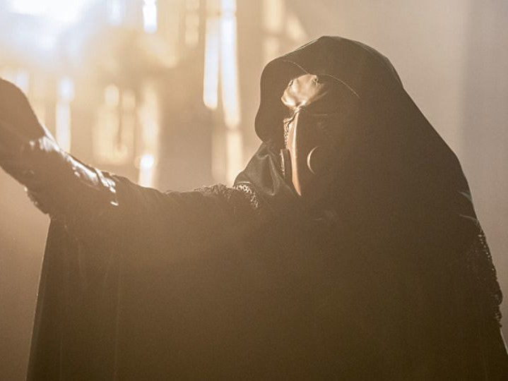 A Killer Shadow and Frightening Future Haunts 'The Flash'