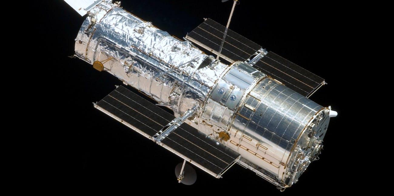 Mars Saturn Opposition 2018 Hubble