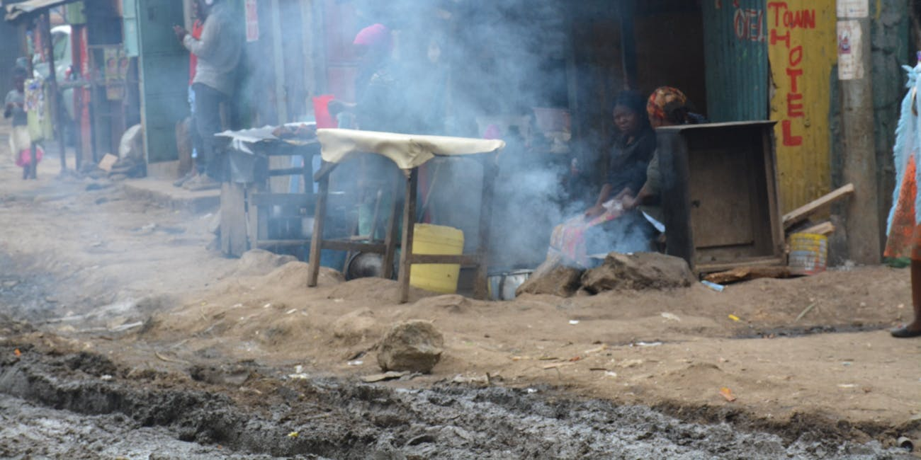 Women cooking in Mukuru.
