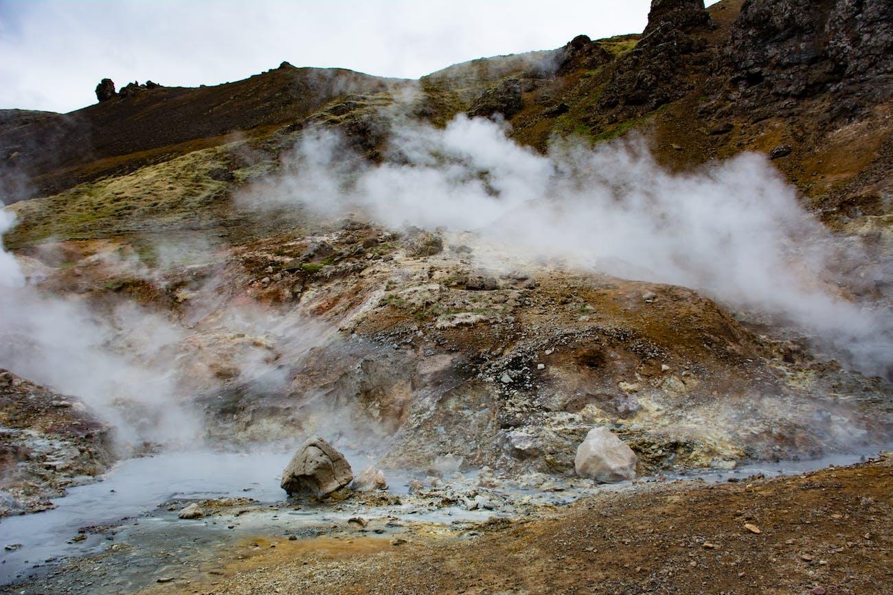 Sulfur stream making its way through this volcanic area Goecco white night volcano hike