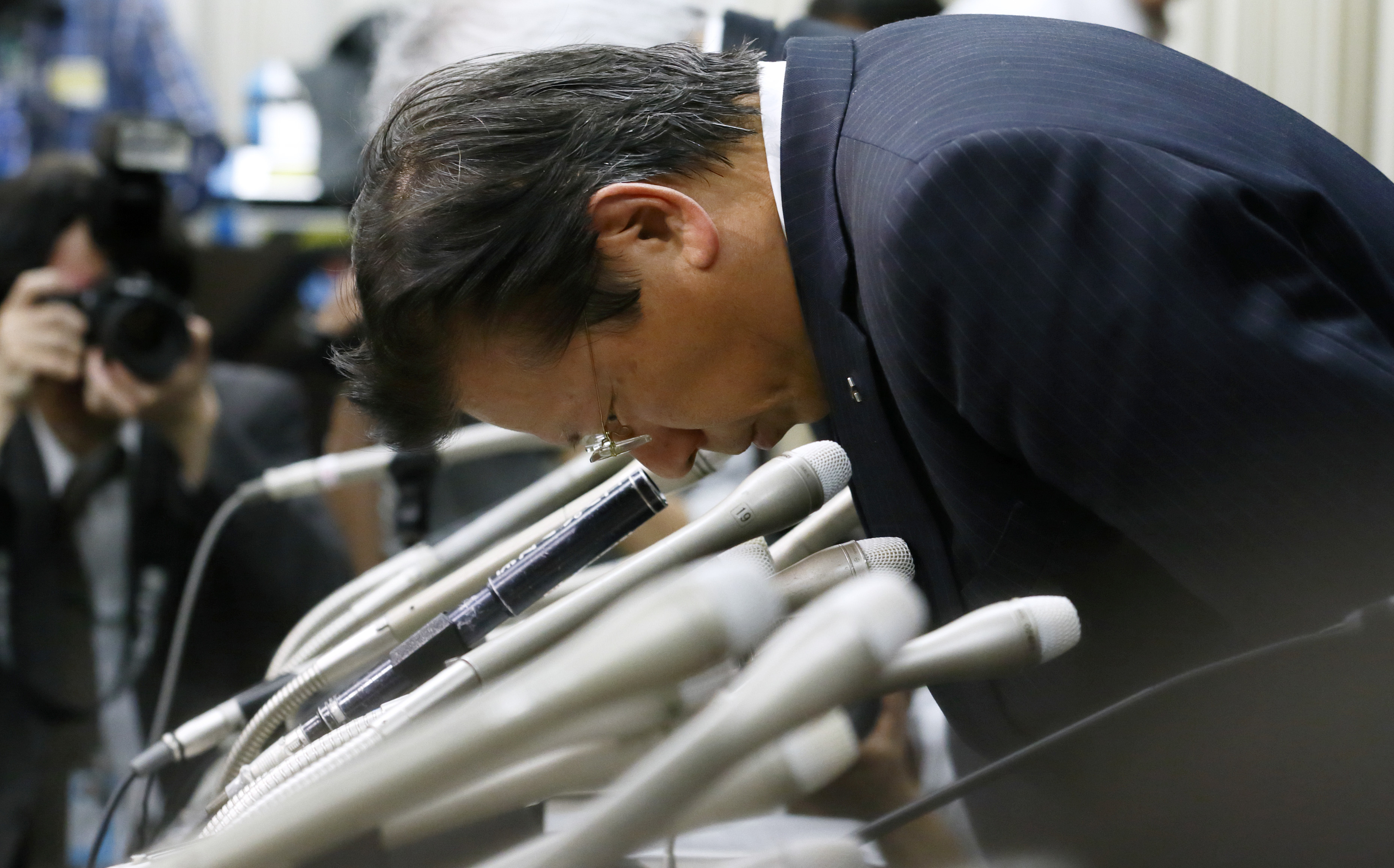Mitsubishi Ceo Apologizes As Emissions Cheating Scandal Widens To All  Vehicles Sold In Japan  Inverse