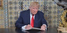 The Best Twitter Memes of Donald Trump's Ridiculous Speechwriting Photo