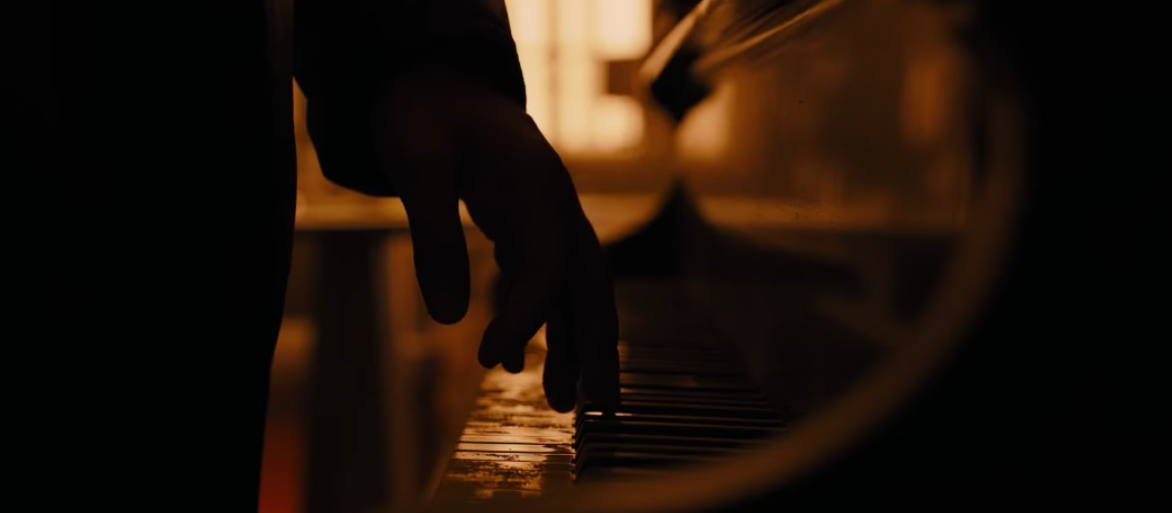 Officer K (Gosling) tinkles on a piano in 'Blade Runner 2049'
