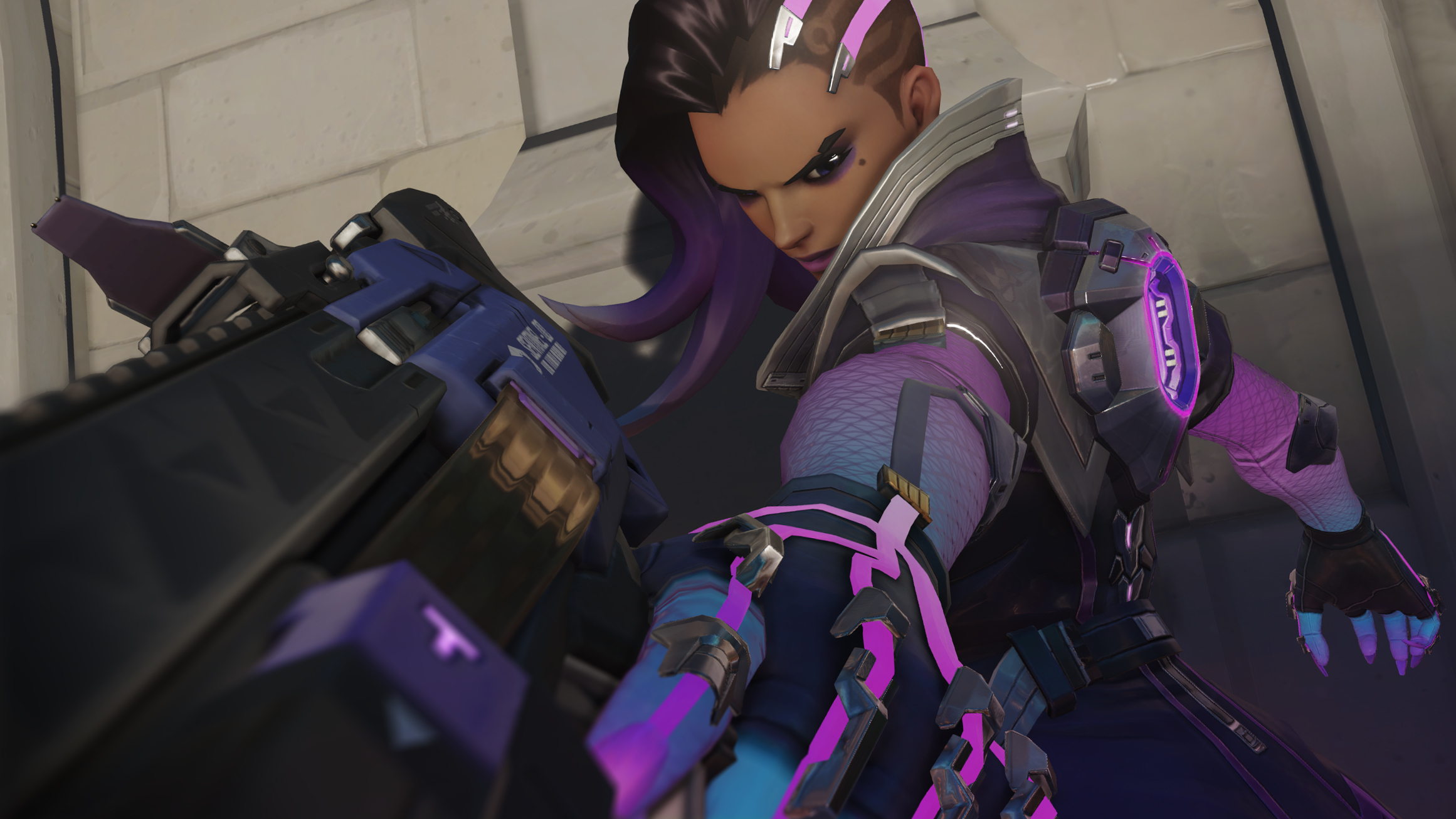 Sombra is tactically one of the absolute best choices you can make in Uprising.