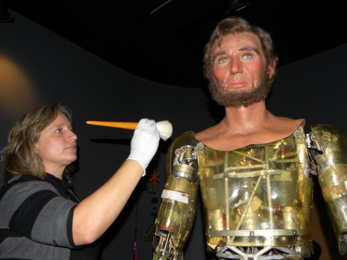 Can Animatronics Survive in the Age of CGI and VR?