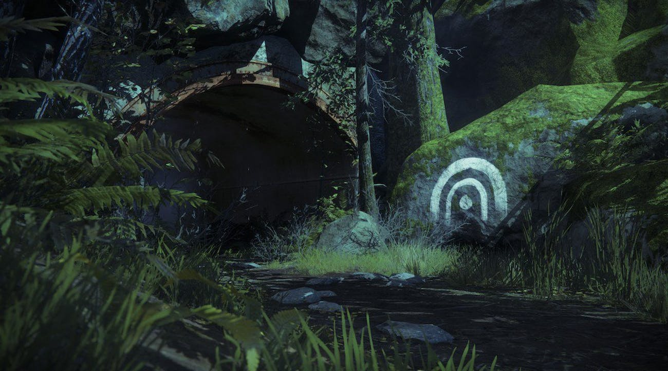 """Certain areas of the map with noteworthy """"secrets"""" are marked with paint on the map and in the environment."""