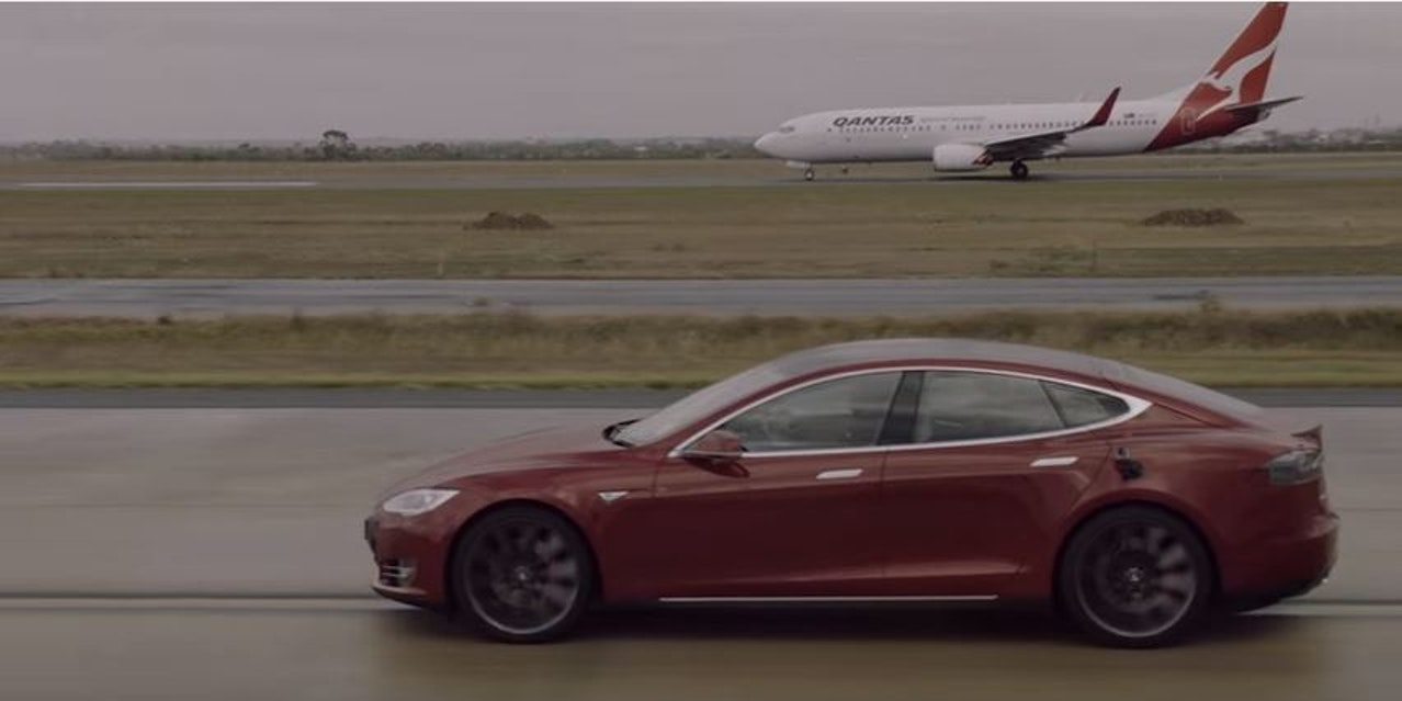 watch a tesla model s race a boeing 737 inverse. Black Bedroom Furniture Sets. Home Design Ideas