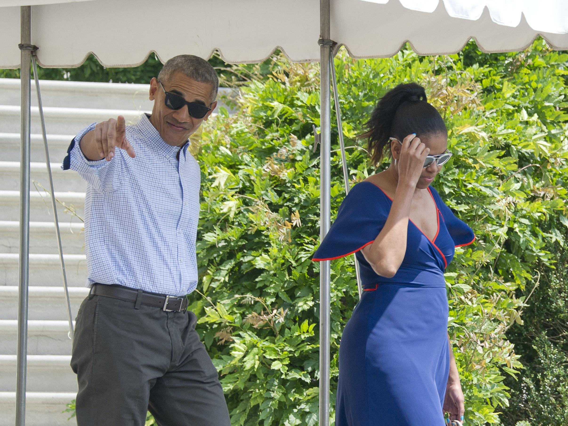 WASHINGTON, DC - AUGUST 6:  (AFP OUT) U.S. President Barack Obama points towards the assembled press as he and first lady Michelle Obama depart the White House August 6, 2016 in Washington, DC. The family is traveling to travel to Marthas Vineyard, Massachusetts for their annual two week vacation.  (Photo by Ron Sachs-Pool/Getty Images)