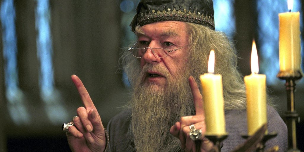 Albus Dumbledore and Harry Potter in front of Dumbledore's pensieve
