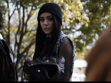 Daisy Johnson goes undercover to meet with a source while evading Coulson and other SHIELD agents.