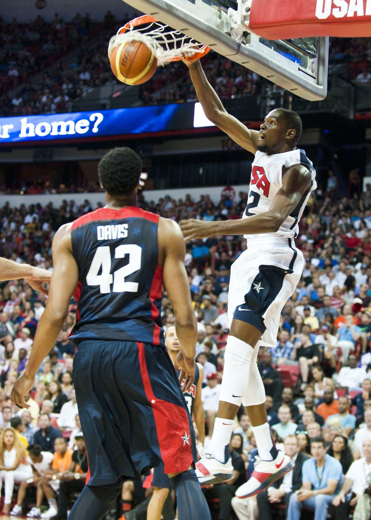 Kevin Durant dunks USA basketball 2015 140801-F-AT963-843