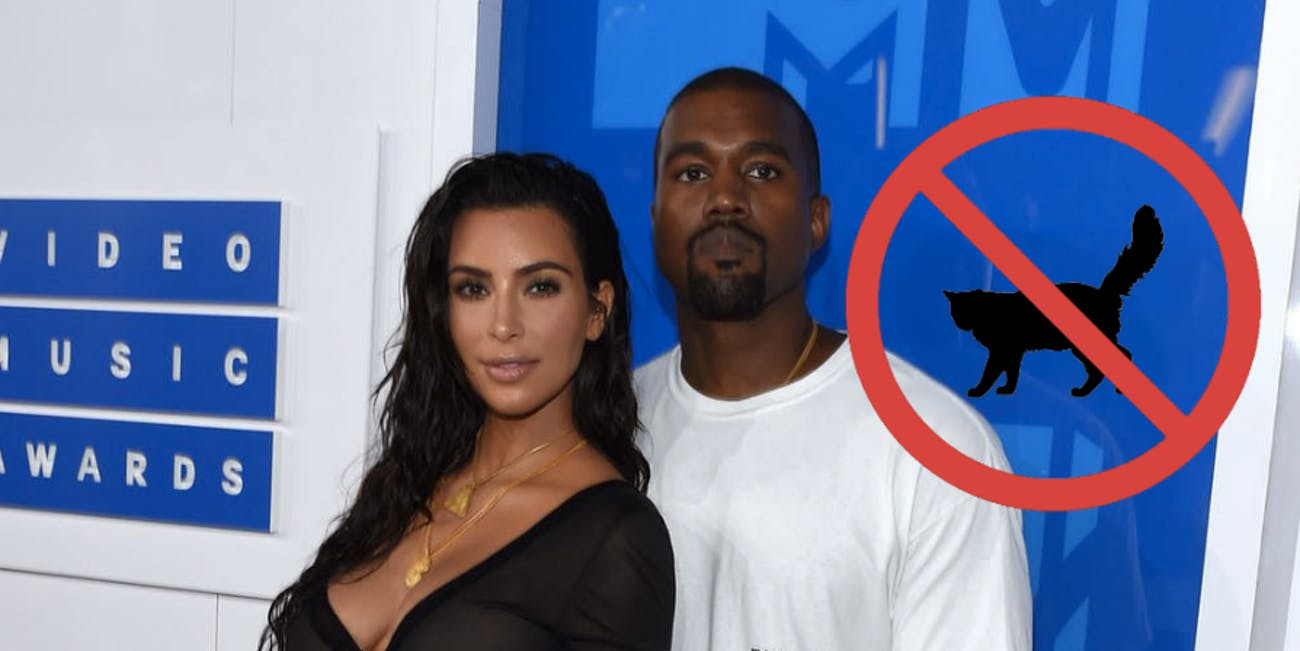Kim Kardashian Kanye west award show holding belly