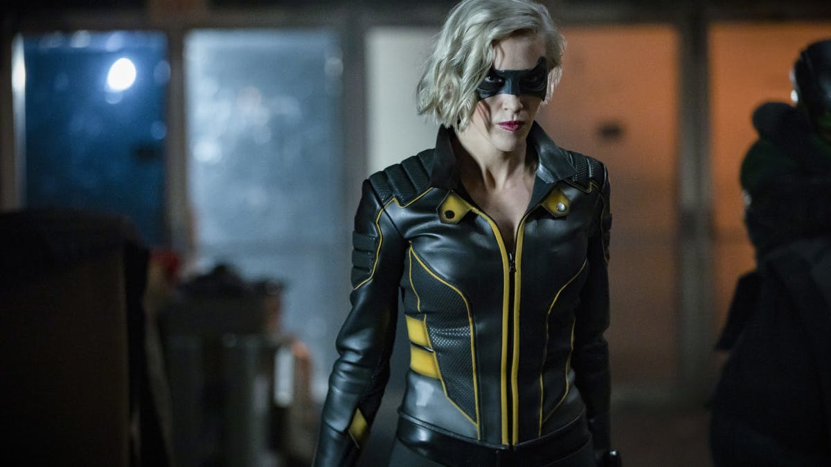 """'Arrow' Season 8 white light explained: What it means for the """"Crisis"""""""