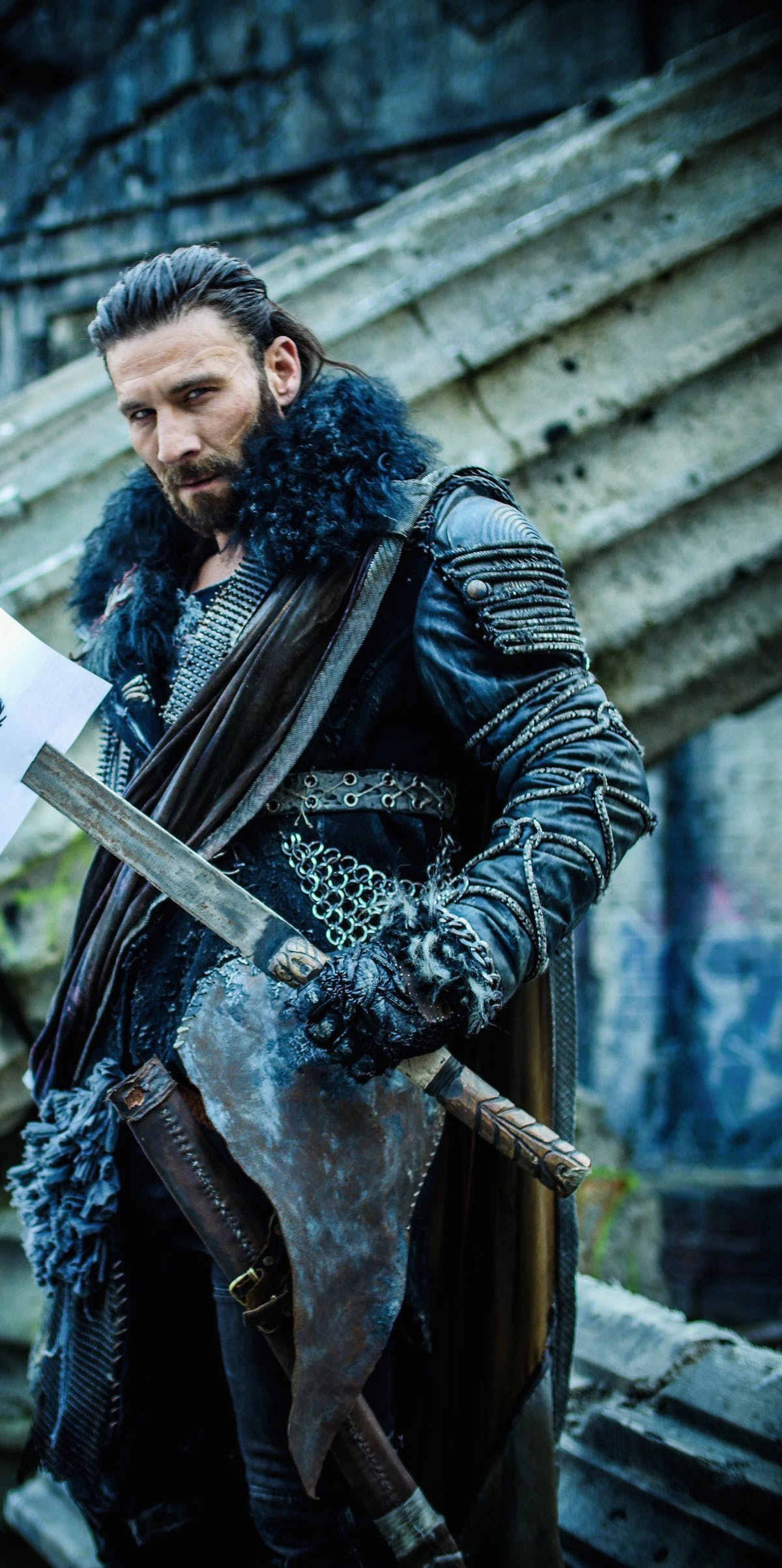 Zach McGowan as Roan in 'The 100'