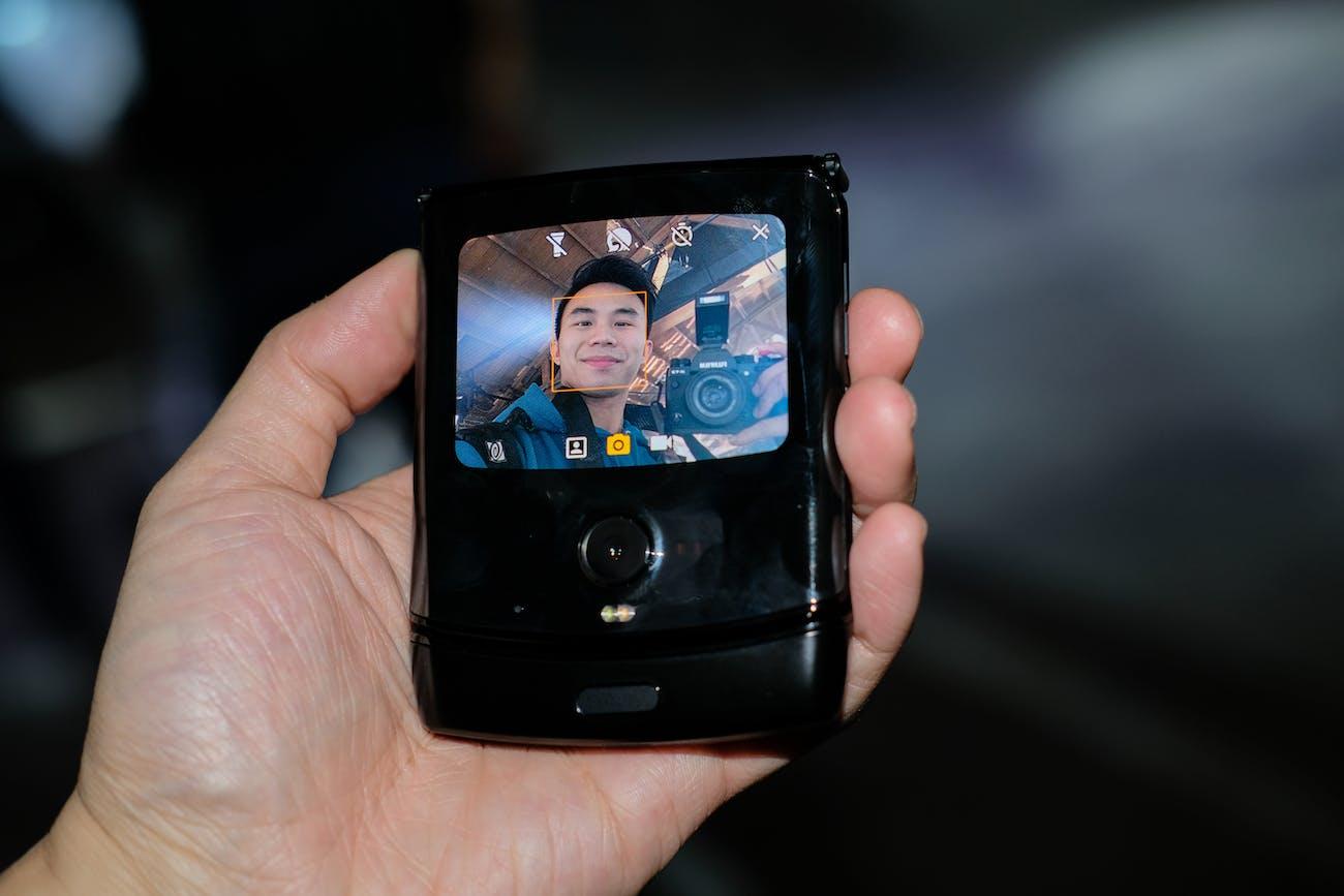 Visualizzazione rapida Motorola razr con visualizzazione diretta