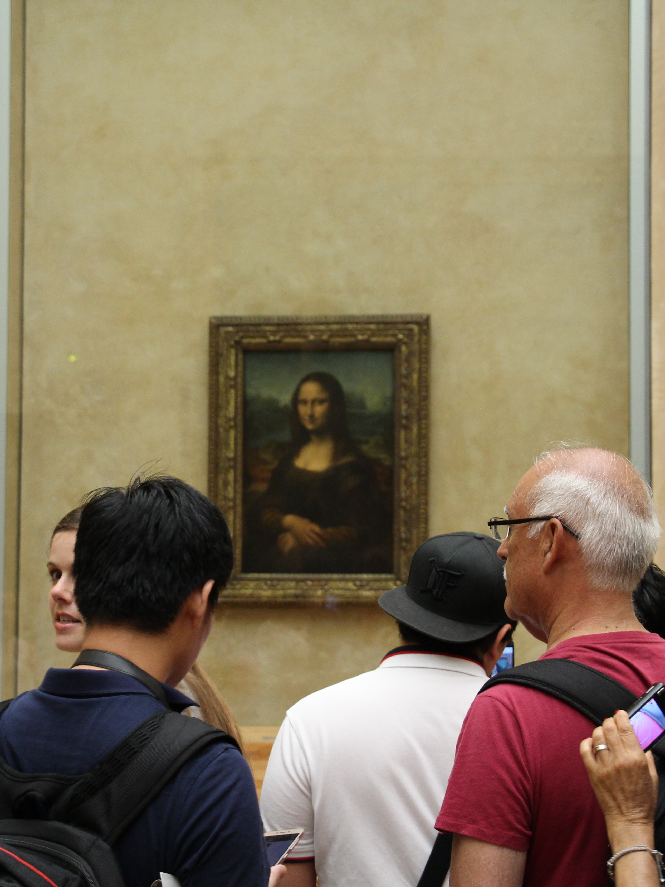 Physician Solves Mystery of Mona Lisa's Smile While Waiting in Louvre Line