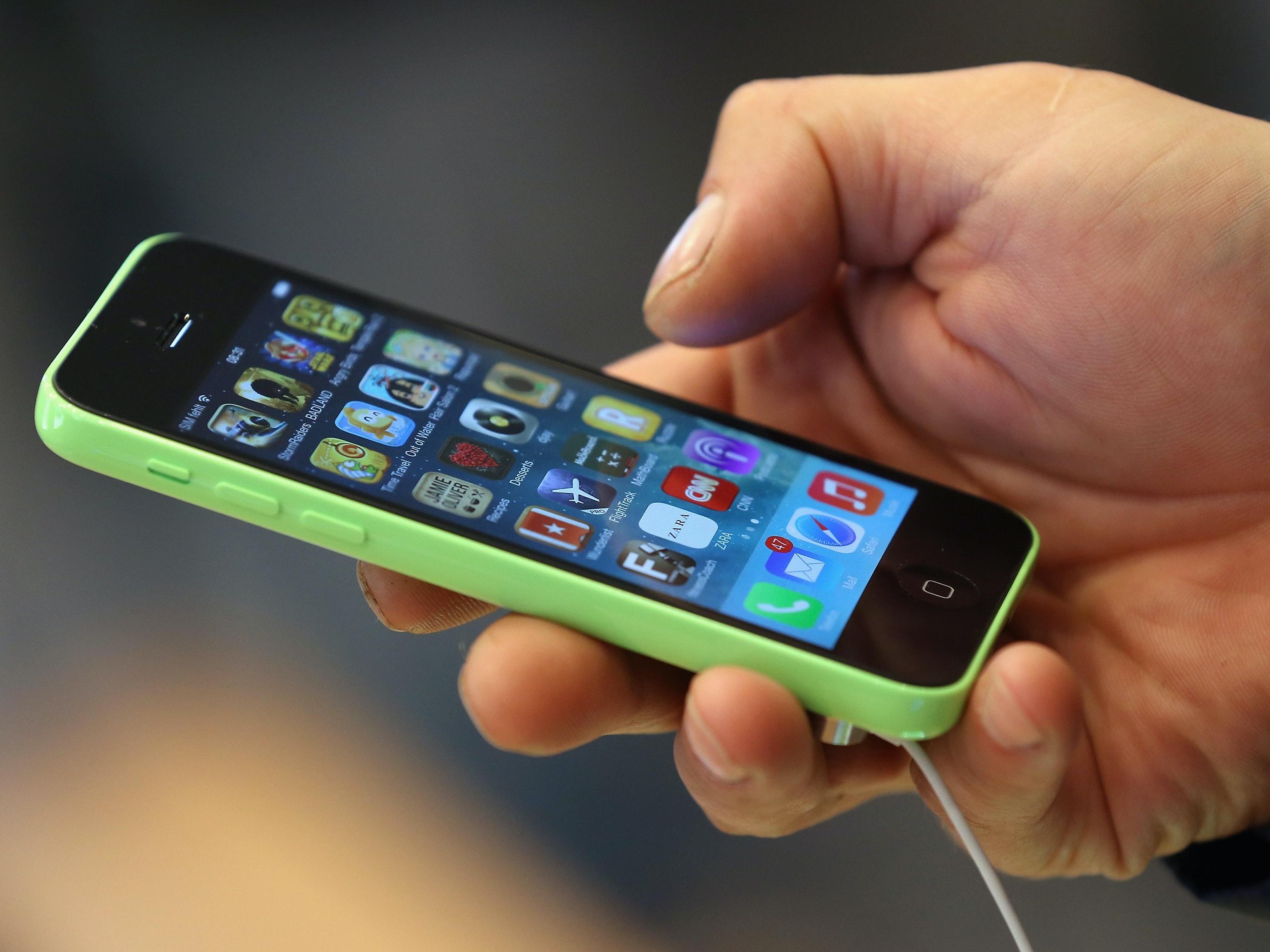 Israeli Hackers Just Blew the iPhone's Security Wide Open