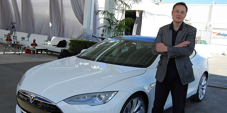 Elon Musk Hints at Exactly When to Expect a Fully Self-Driving Tesla