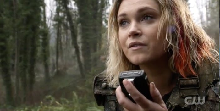 "Eliza Taylor as Clarke Griffin at the end of 'The 100' Season 4 finale ""Praimfaya."""