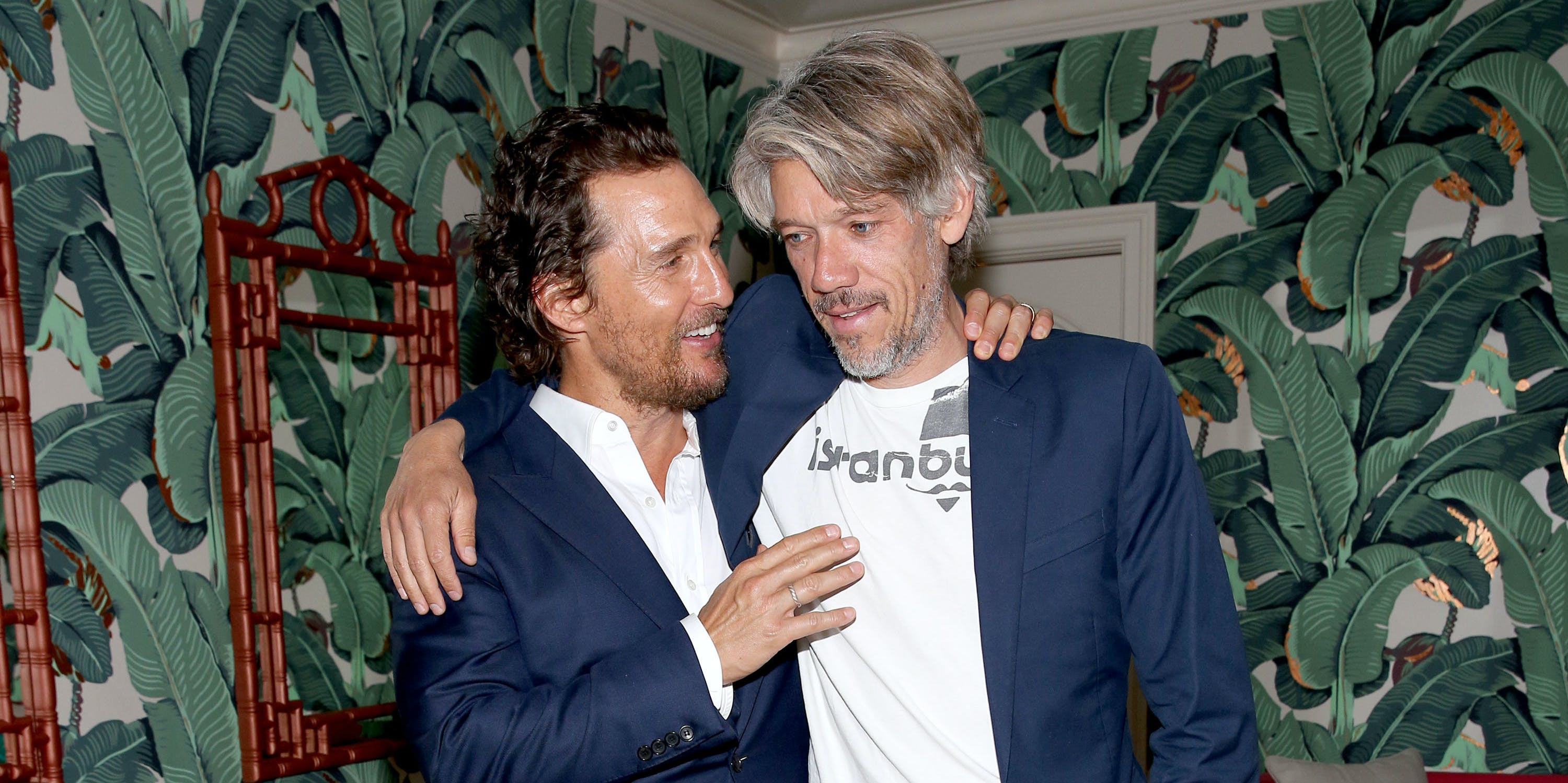LOS ANGELES, CA - NOVEMBER 12:  Actor Matthew McConaughey (L) and director Stephen Gaghan