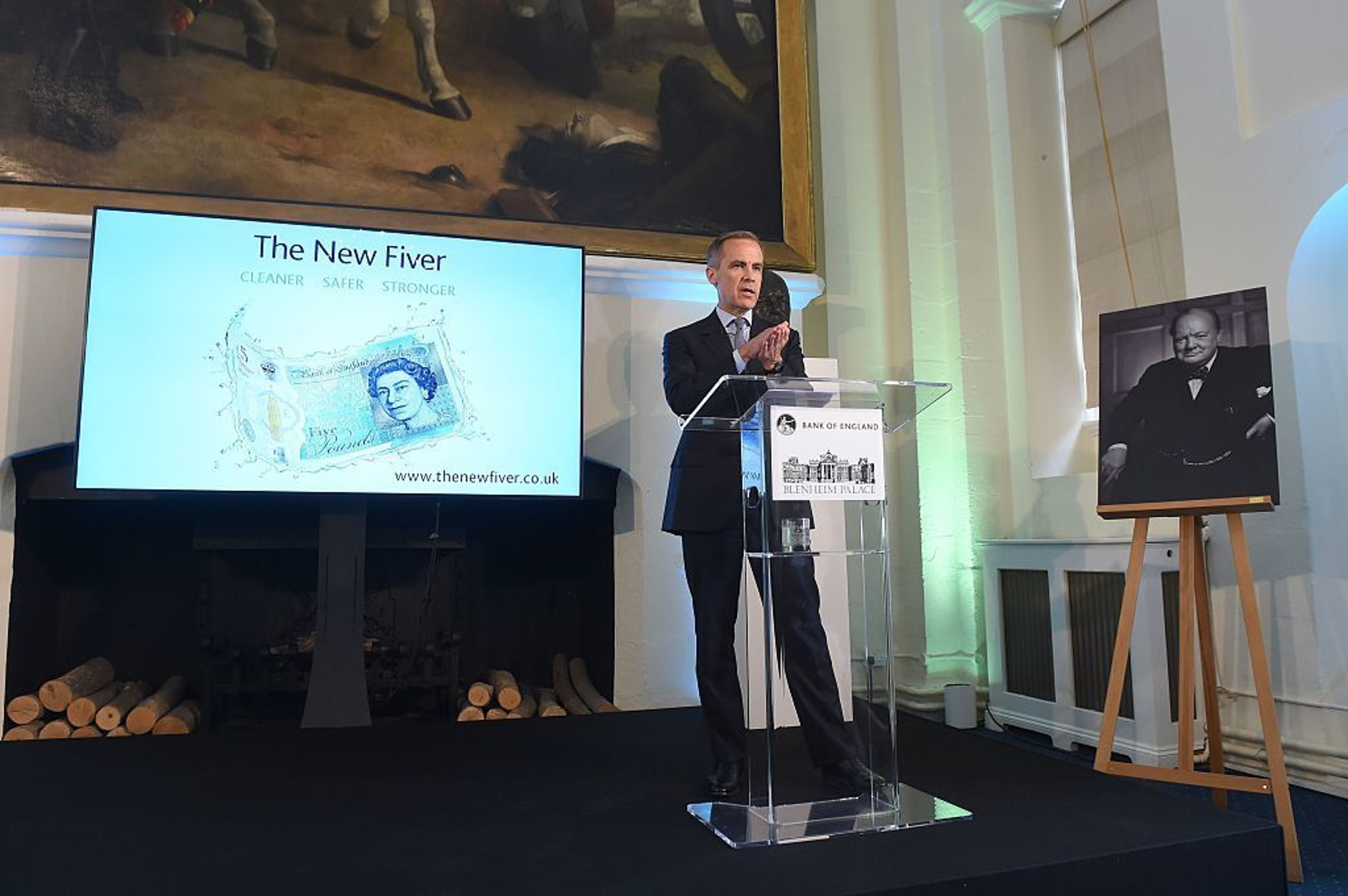 Mark Carney, governor of the Bank of England, unveils the new note in June 2016.