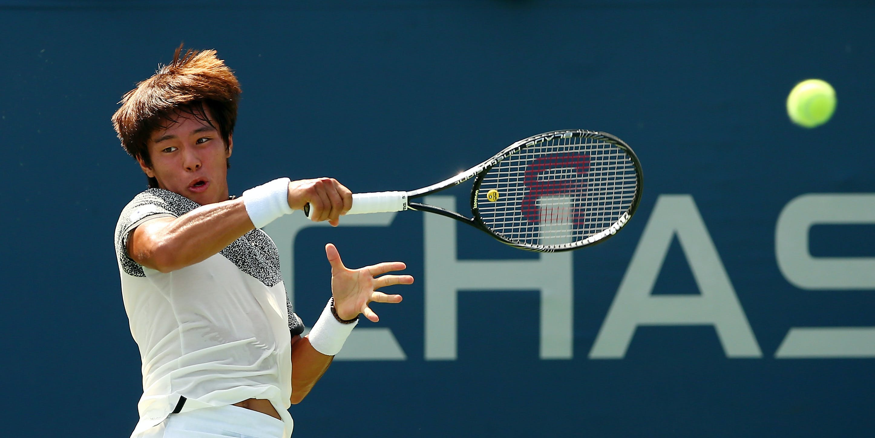 Lee Duck-hee is ranked 143 in the world.