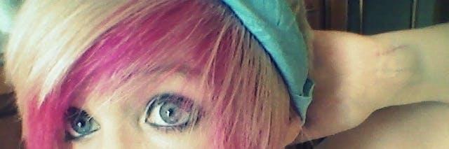 scene girl blonde pink