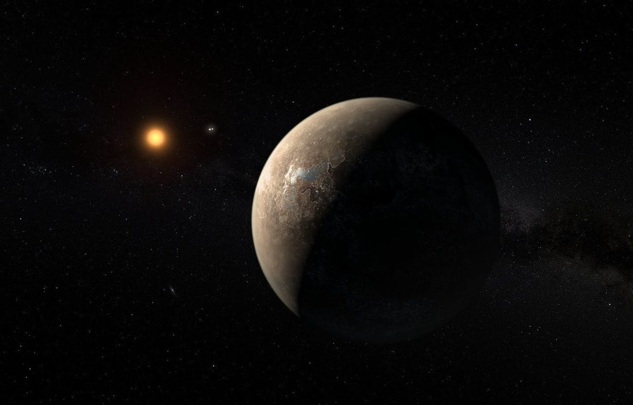 planet Proxima b orbiting the red dwarf star Proxima Centauri