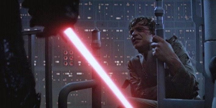 Warwick Davis Says Episode VIII will set up an Empire Strikes Back style level cliffhanger.